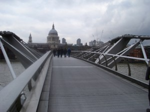 Millenium Bridge a St. Paul's Cathedral